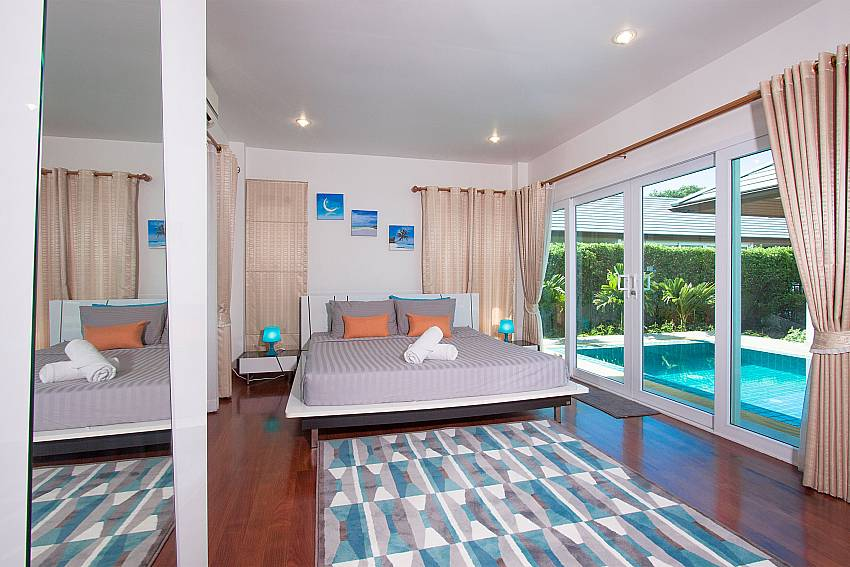 Bedroom overlooking the pool of Villa Kalasea (First)
