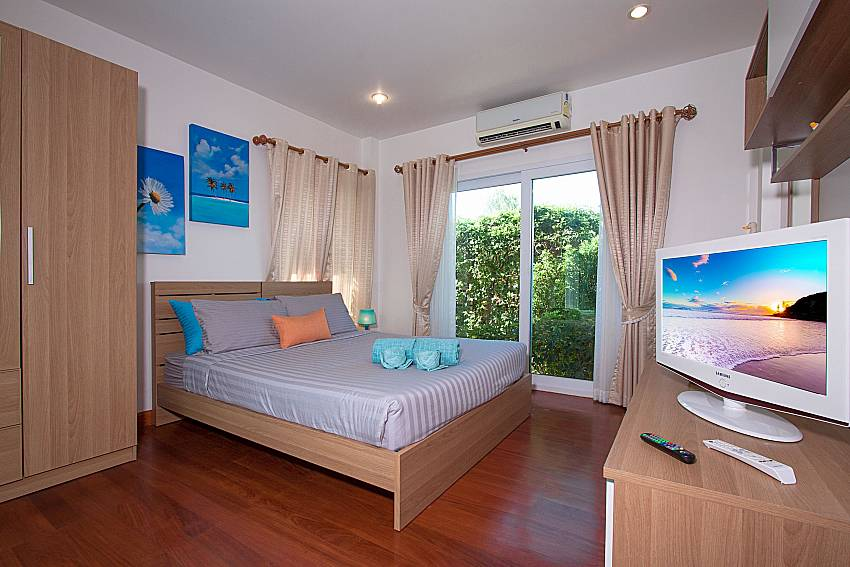 Bedroom with wardrobe and TV of Villa Kalasea (Second)
