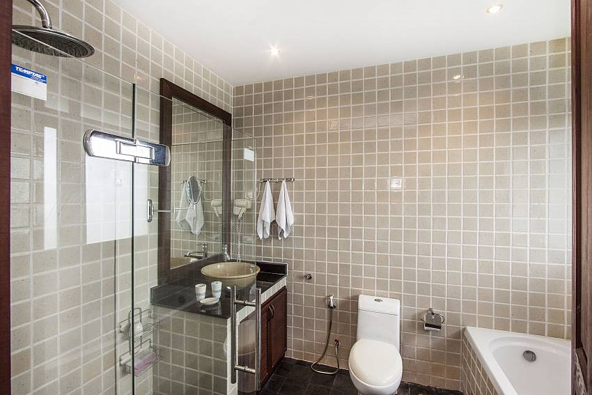 Shower with jacuzzi tub and toilet of Chaweng Sunrise Villa 1