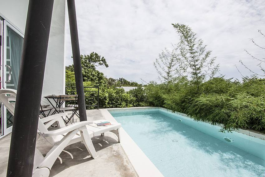 Overall atmosphere edge the pool of Chaweng Design Villa No.7