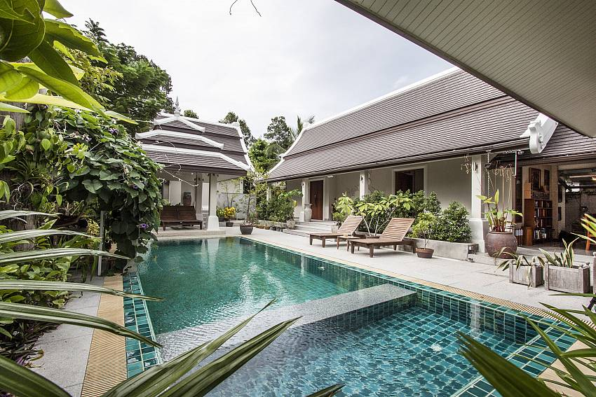Large swimming pool in front of the house of Namuang Villa