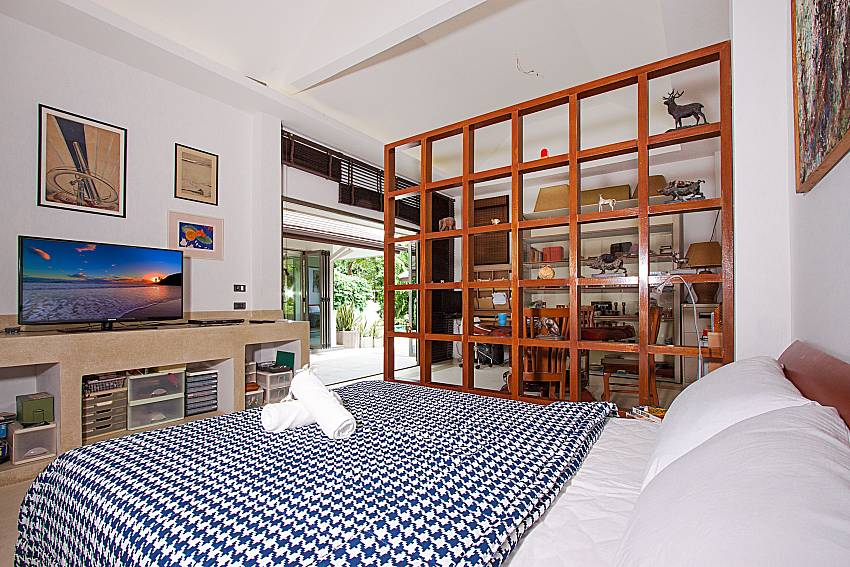 Bedroom with TV Namuang Villa