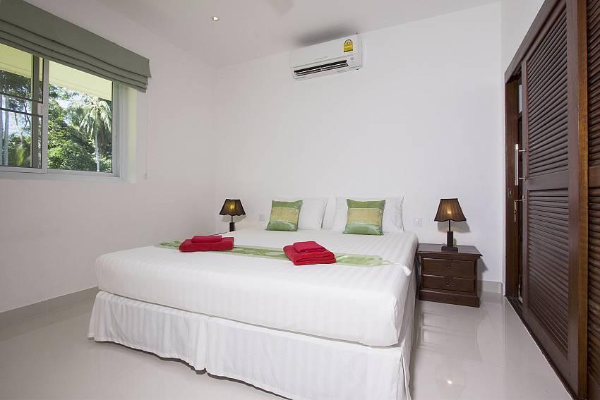 Bedroom with wardrobe of Baan Maenam No.3 (First)