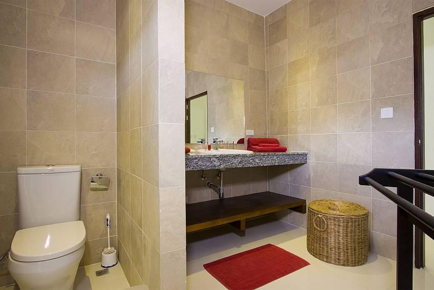 Toilet with basin wash of Baan Maenam No.3