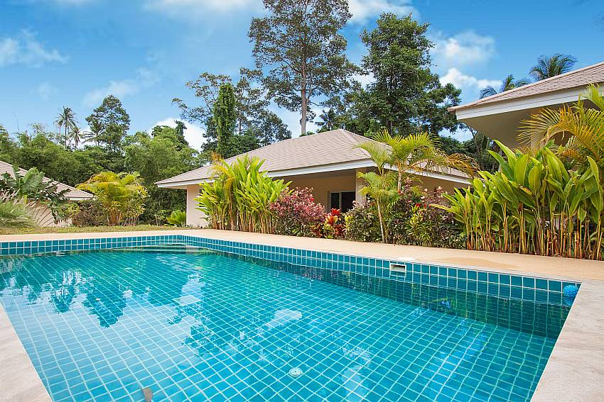 Public swimming pool for guest at Baan Maenam No.3 in Koh Samui