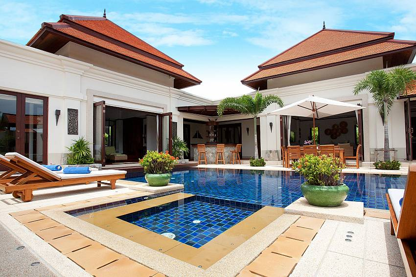 Large house with swimming pool of Baan Pasana
