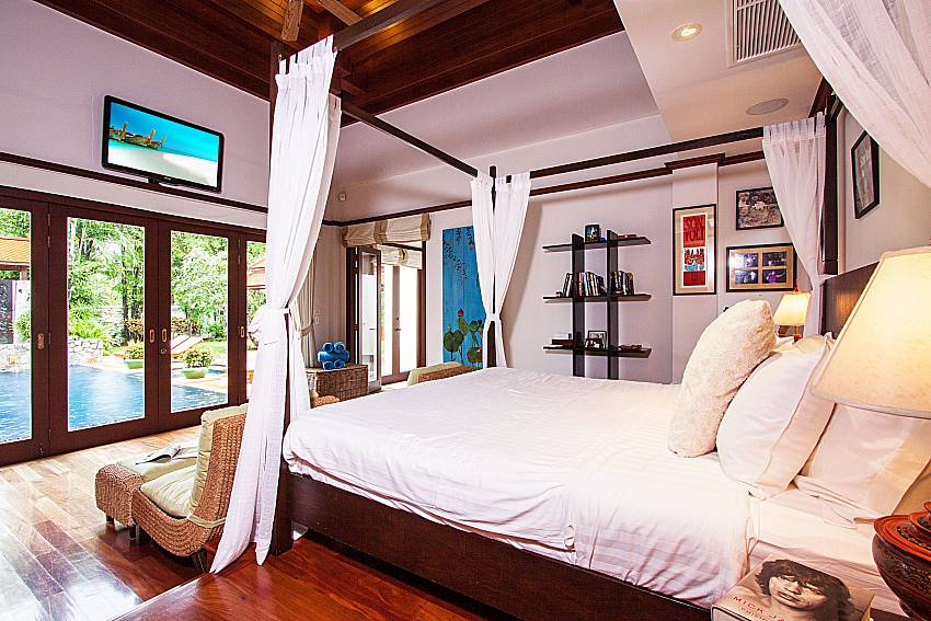 Large bedroom near the pool of Baan Pasana (First)