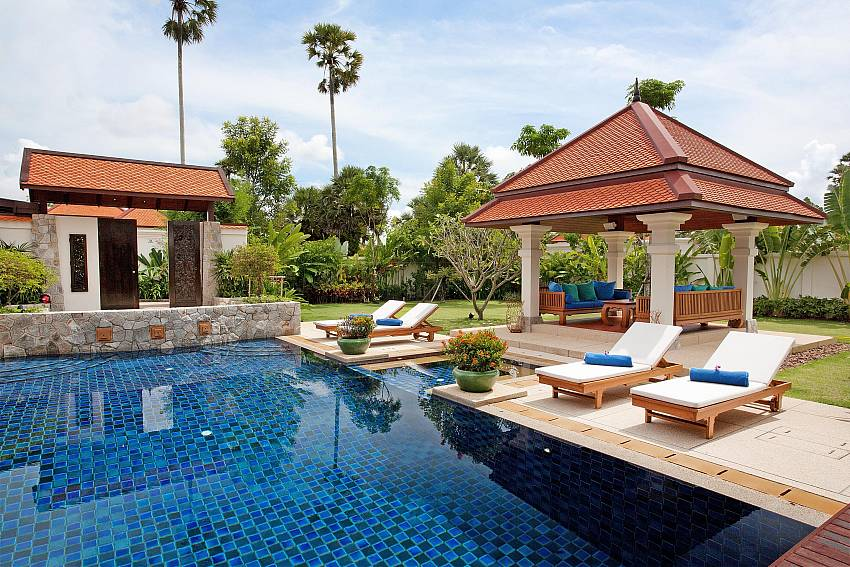 Overall atmosphere edge the pool of Baan Pasana