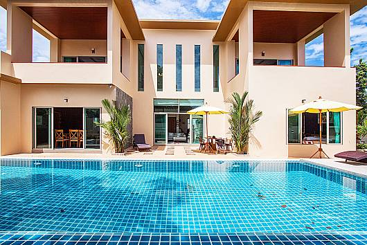 Pensri Villa - 4 Beds 4 Bedrooms House  For Rent  in Phuket
