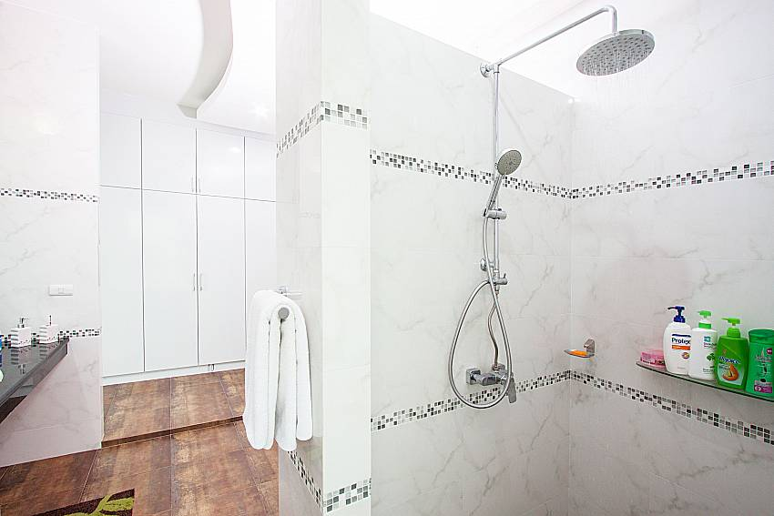 Shower with shelves of Pensri Villa