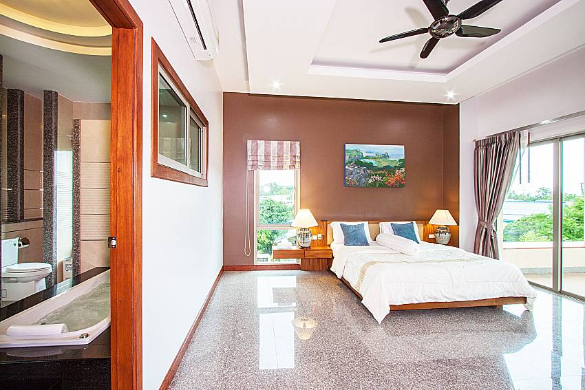 Bedroom with en suite bathroom of Pensri Villa (Four)
