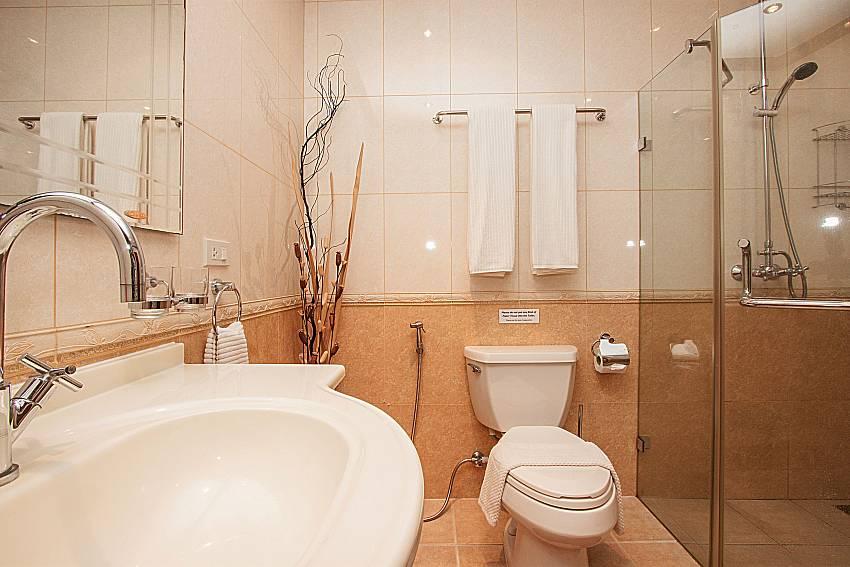 Basin wash with toilet of Baan Sanun 3