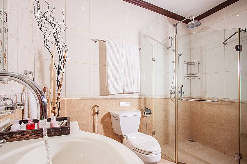 Shower with basin wash of Baan Sanun 4