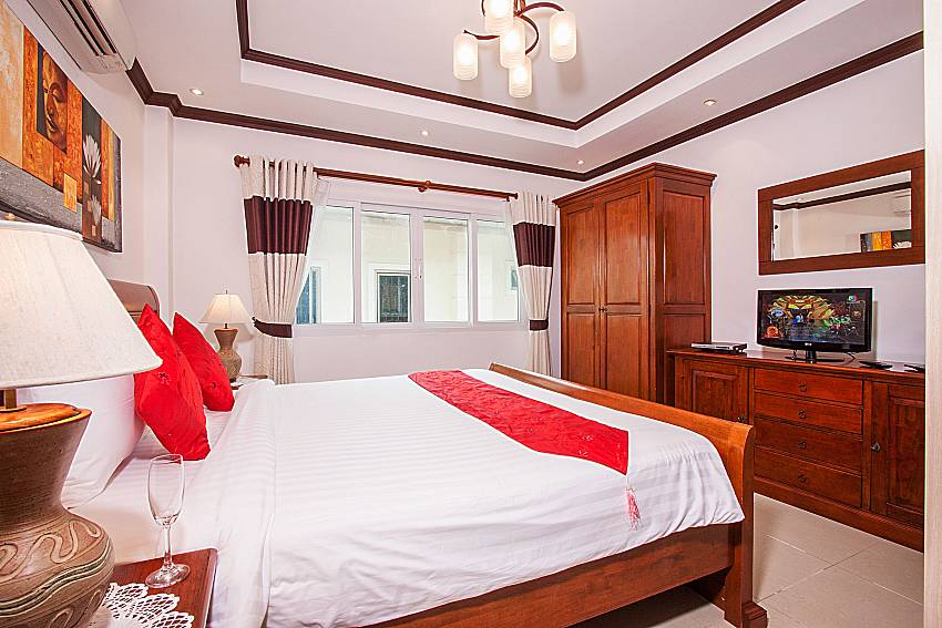 Bedroom with wardrobe of Baan Sanun 4