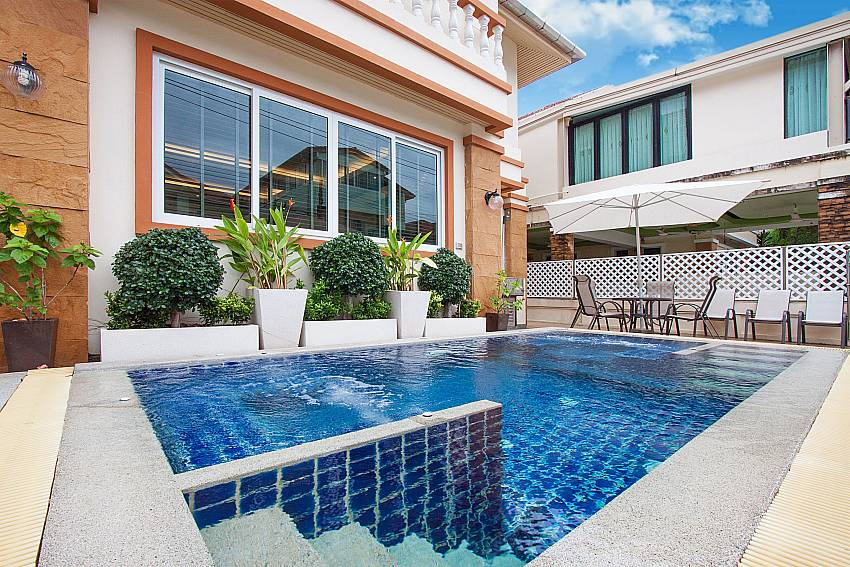 Baan Sanun 4 Communal pool in Patong West Phuket
