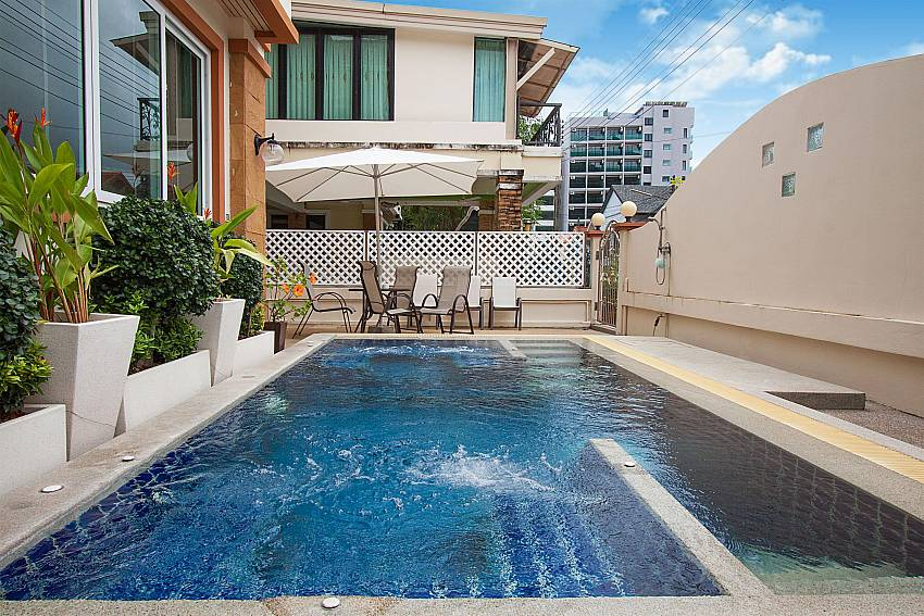 Spend a relaxing time at the communal pool of Baan Sanun 4 Phuket