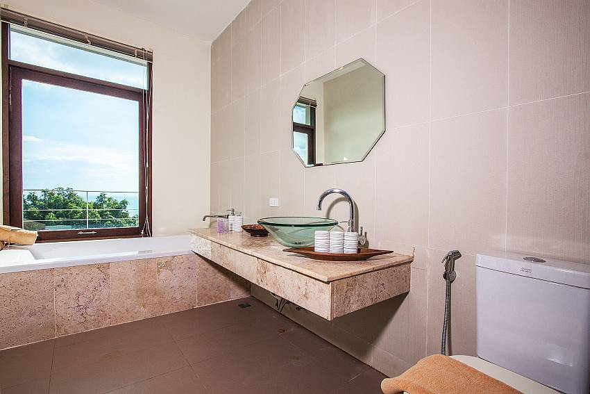 Toilet with basin wash and jacuzzi tub of Baan Phu Kaew C1