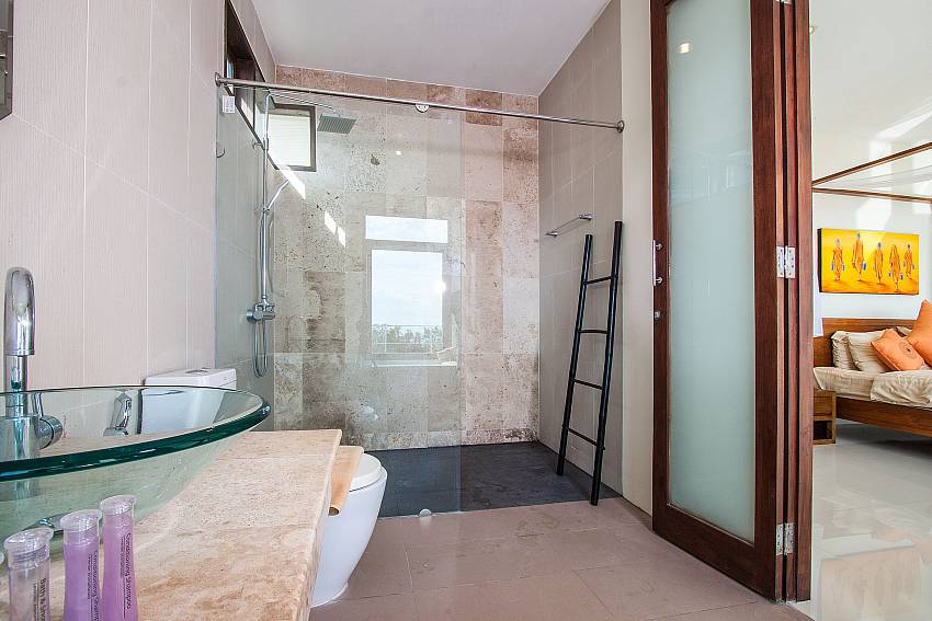 Basin wash with shower in the bedroom of Baan Phu Kaew C1 (First)