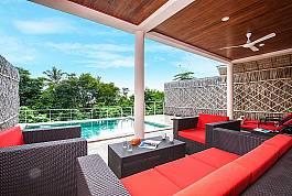 Villa mit großer Terrasse, privatem Pool und herrlicher Sicht