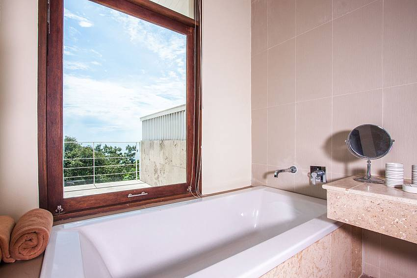 Jacuzzi tub views of Baan Phu Kaew C2