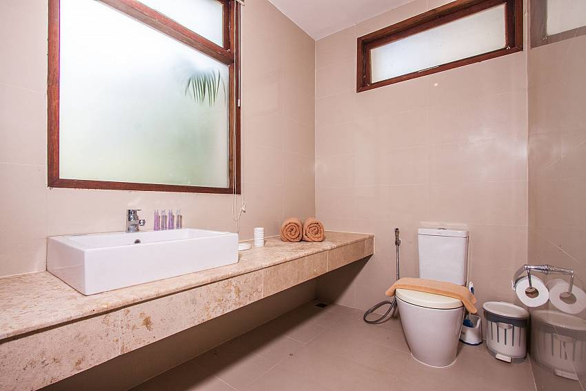 Basin wash with toilet of Baan Phu Kaew C2