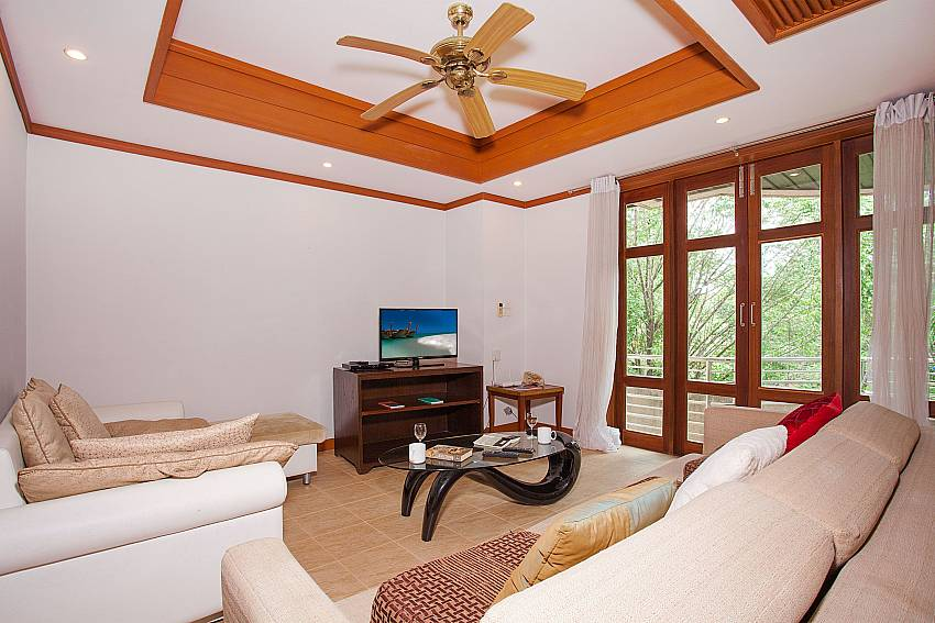 Living area with bid sofa and TV at Ban Talay Khaw B12 in Koh Samui