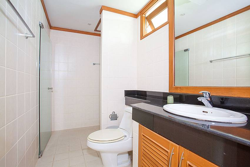 Guest Bathroom of Ban Talay Khaw B12 in Plai Leam Samui Thailand