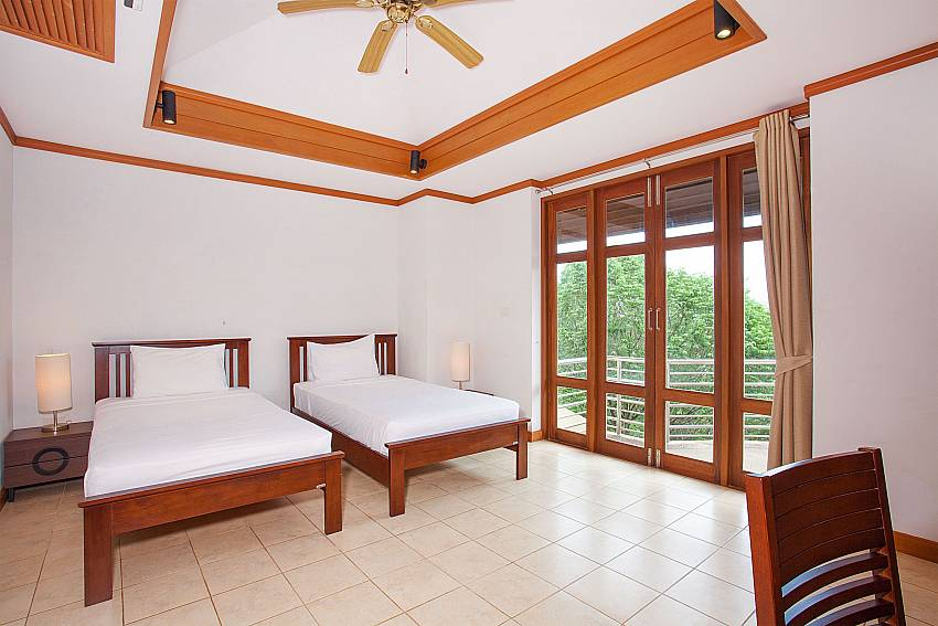 2. bedroom with 2 single beds at Ban Talay Khaw B12 Samui Thailand