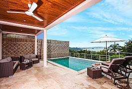 Pool Villa in Hanglage mit spektakulärer Sicht