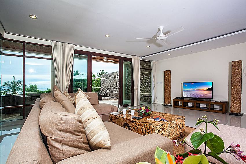 Living room with TV of Baan Phu Kaew C4