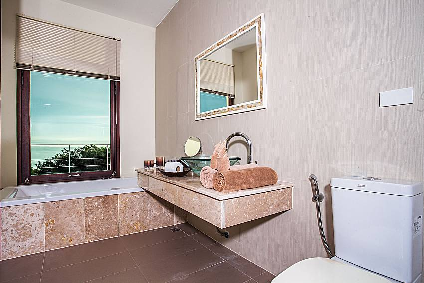 Toilet with jacuzzi tub of Baan Phu Kaew C4