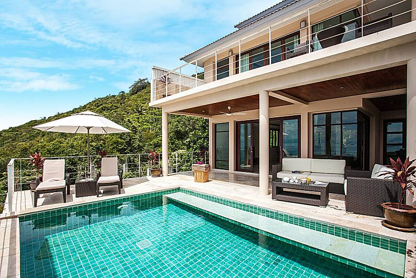 Swimming pool at daytime of Baan Phu Kaew A2