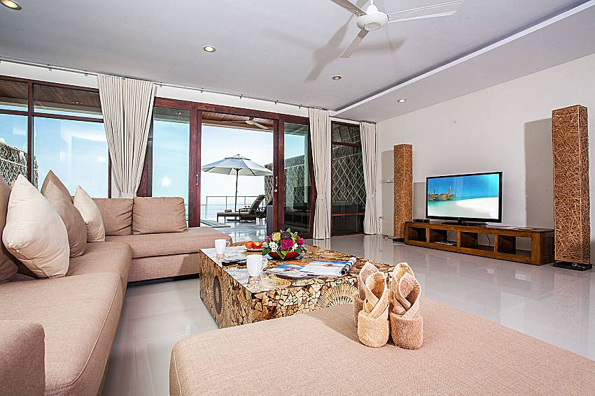 Living room with TV of Baan Phu Kaew A3