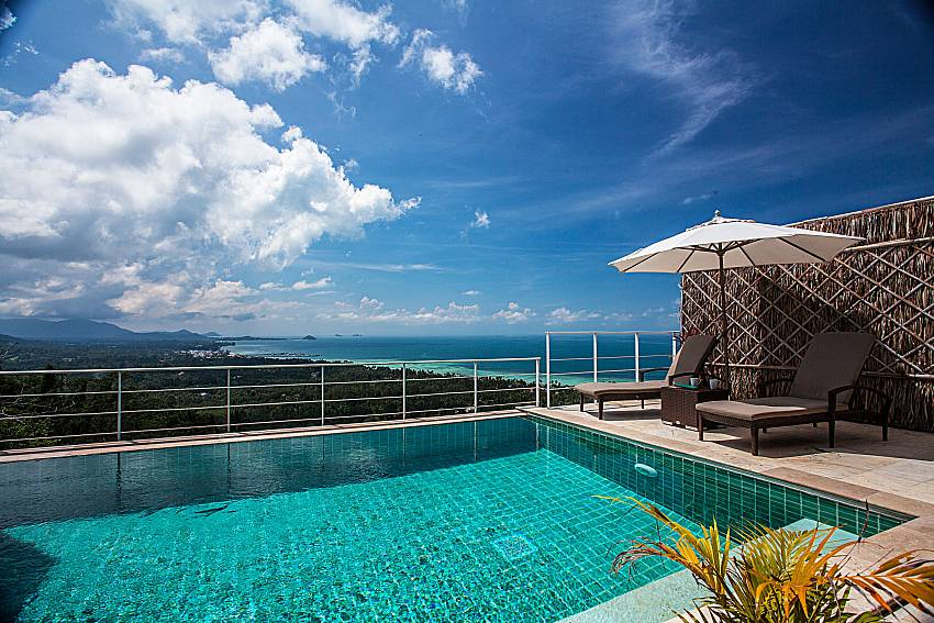 Swimming pool outdoor of Baan Phu Kaew A4