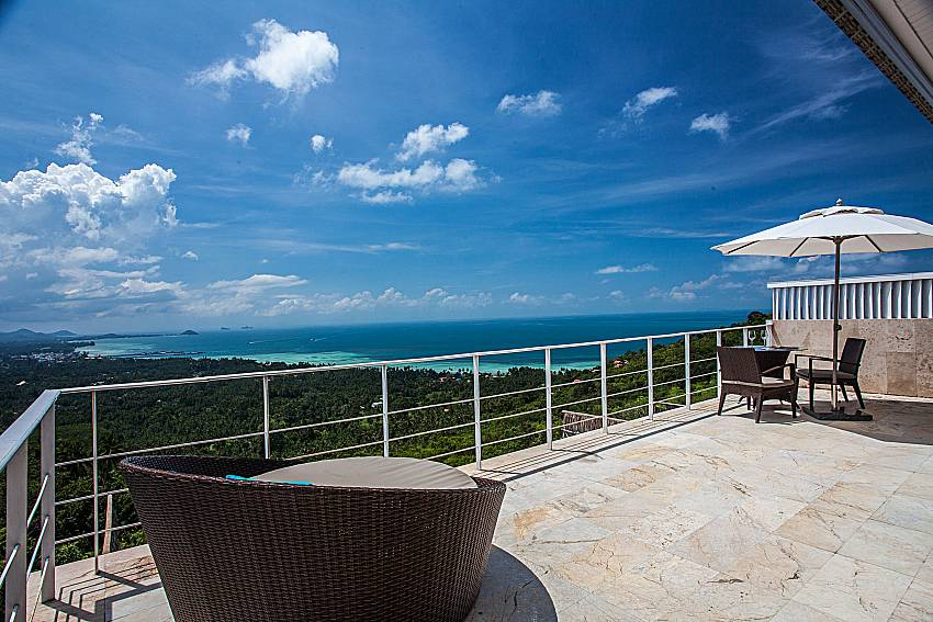 The atmosphere outside terrace overlooking the sea of Baan Phu Kaew A4