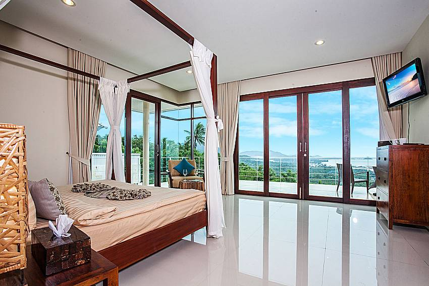 Large bedroom overlooking outside of Baan Phu Kaew A5 (Third)