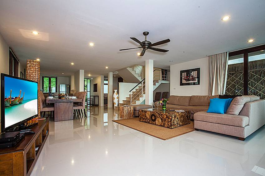 The atmosphere inside the living room of Baan Phu Kaew A5