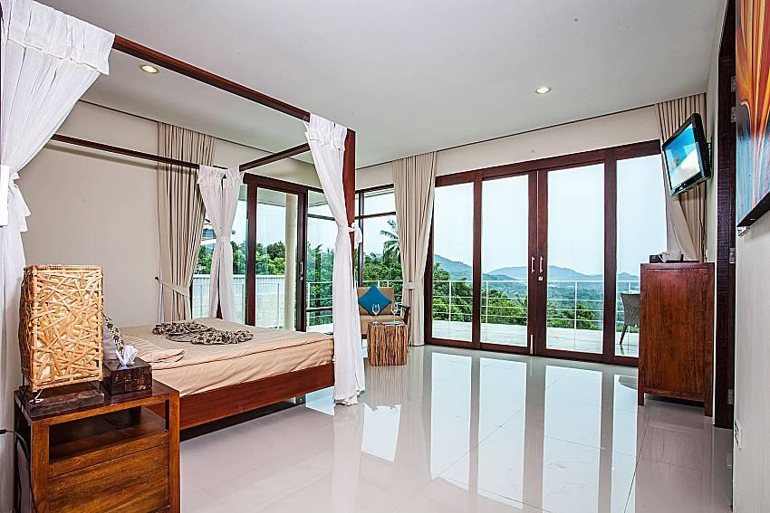 Large bedroom overlooking outside of Baan Phu Kaew A5 (Third)