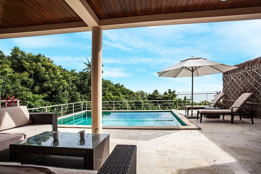 Outside view of the pool of Baan Phu Kaew A5