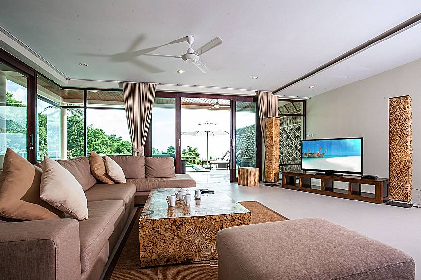 Living room with TV of Baan Phu Kaew A6