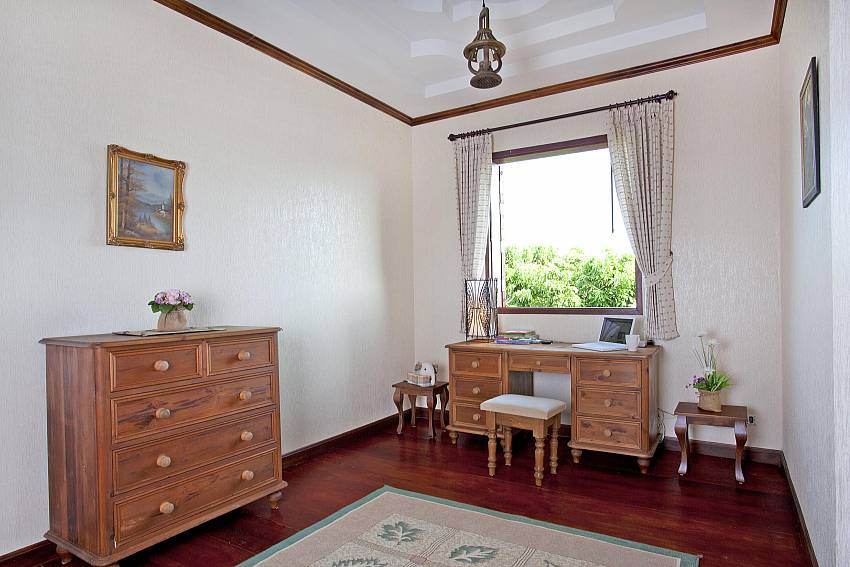 Bedroom Teak Furniture-Doi Luang_pool villa_Chiang Dao_Northern Thailand
