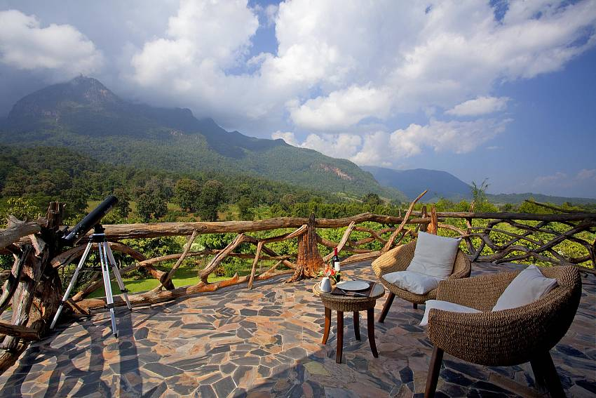 Roof of the World Balcony Views-Doi Luang_pool villa_Chiang Dao_Northern Thailand